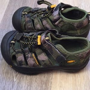 be5b607ab86a Keen Shoes - New Toddler Boys Keen Waterproof Shoes Size 10